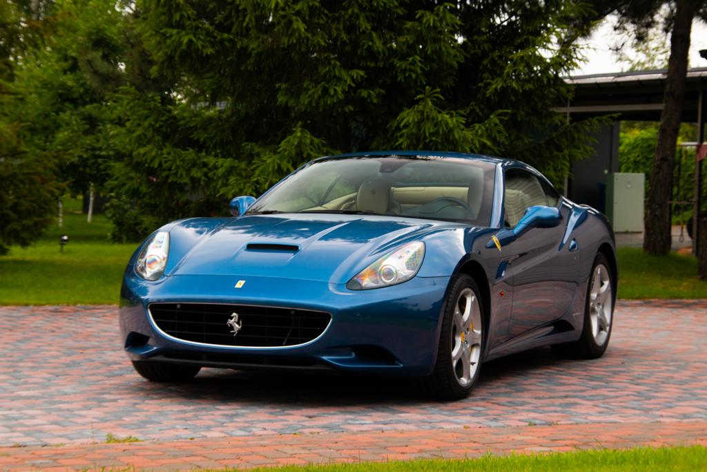 Ferrari California (2)