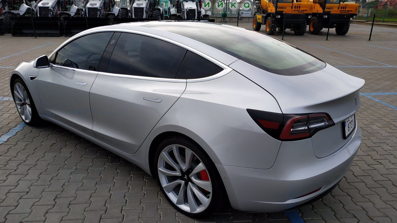 cabriolet, sports car rental in Kiev Tesla Model 3 (6)