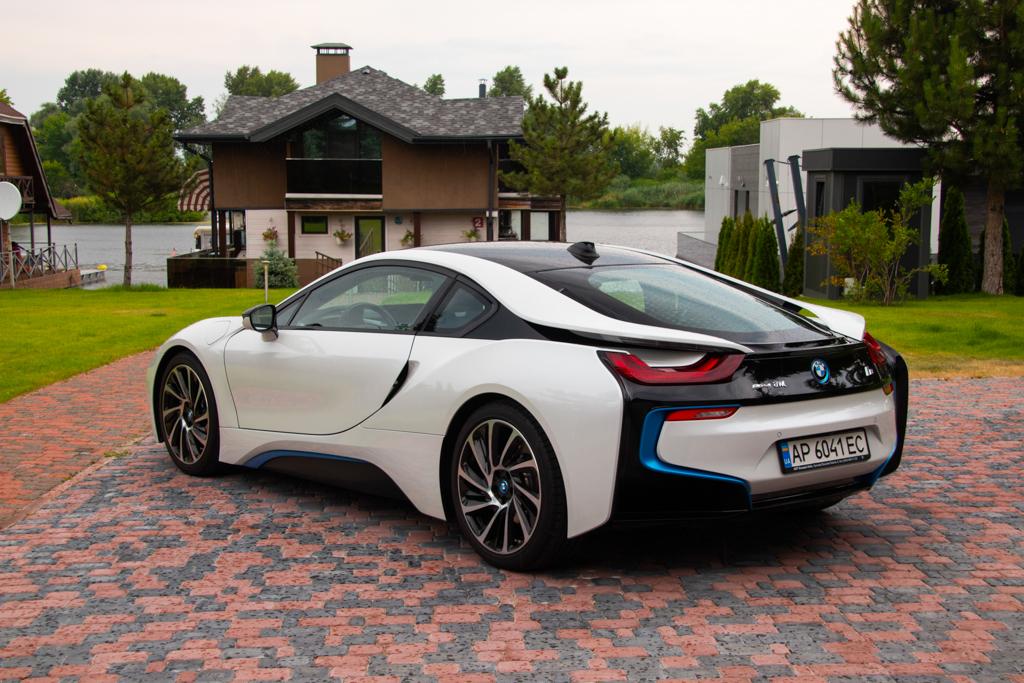 cabriolet, sports car rental in Kiev BMW I8 (3)