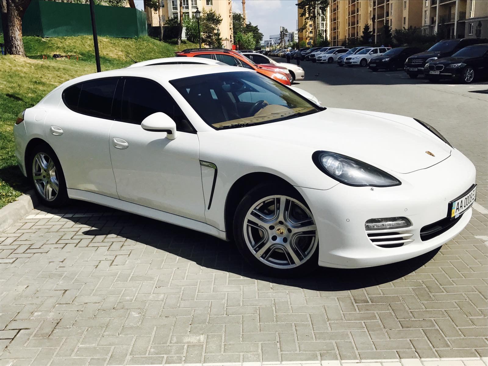 cabriolet, sports car rental in Kiev Porsche Panamera (2)