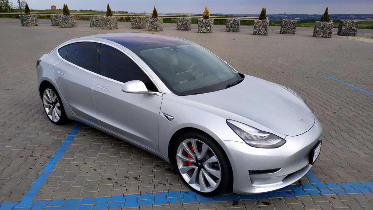 cabriolet, sports car rental in Kiev Tesla Model 3 (4)