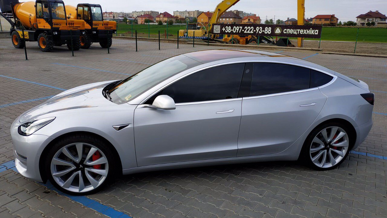 cabriolet, sports car rental in Kiev Tesla Model 3 (5)