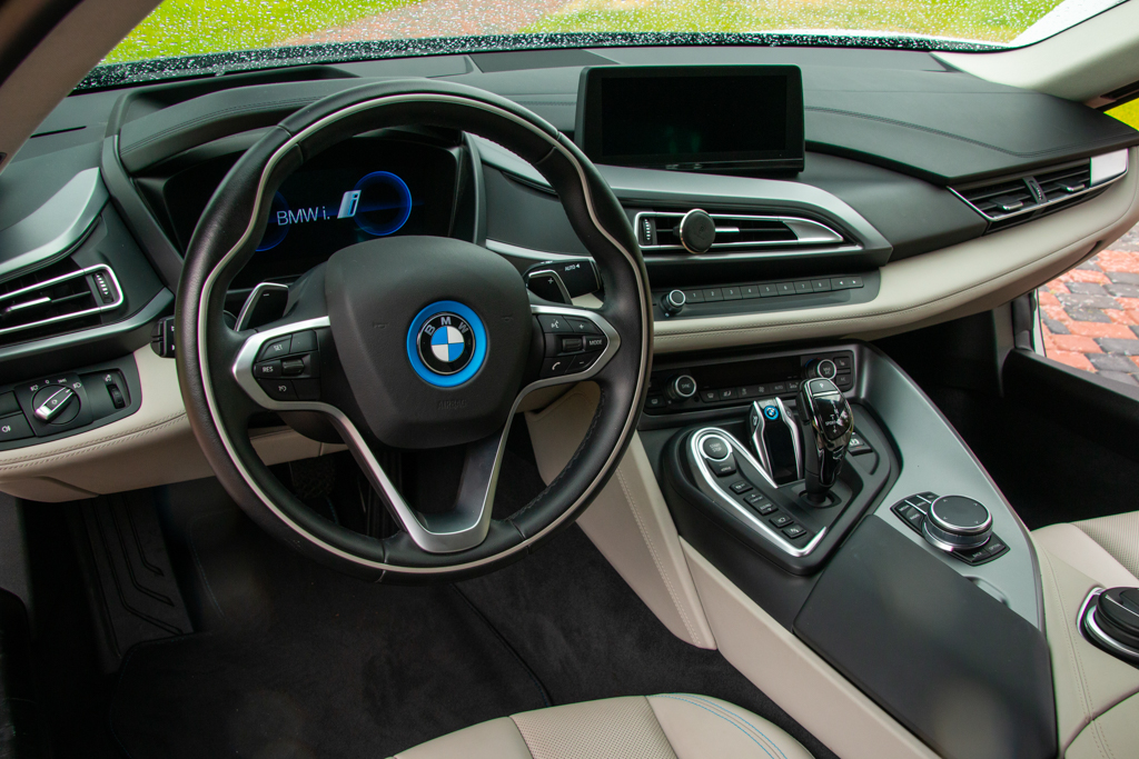 cabriolet, sports car rental in Kiev BMW I8 (7)
