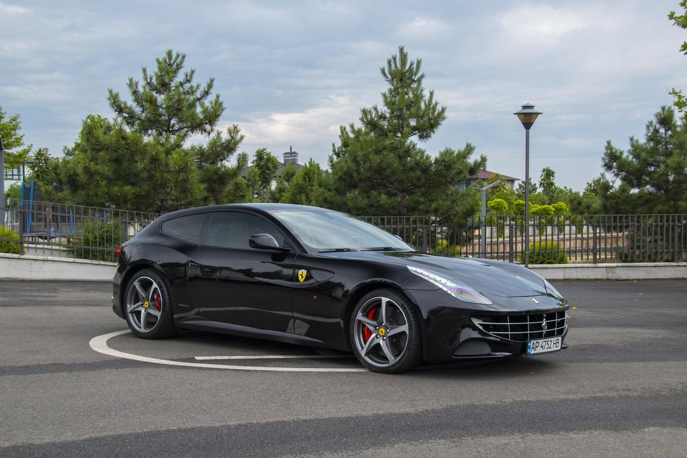 cabriolet, sports car rental in Kiev Ferrari FF (5)