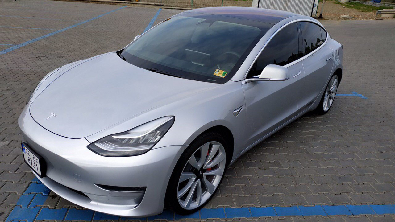 cabriolet, sports car rental in Kiev Tesla Model 3 (3)