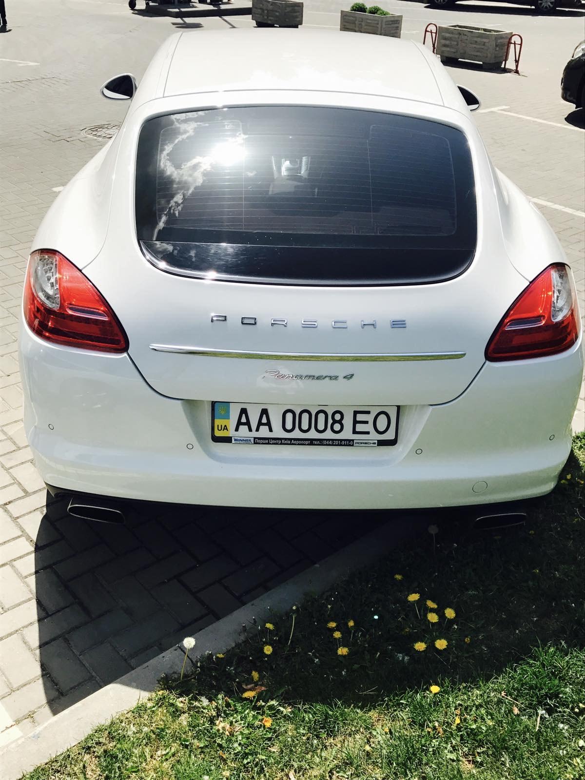 cabriolet, sports car rental in Kiev Porsche Panamera (4)