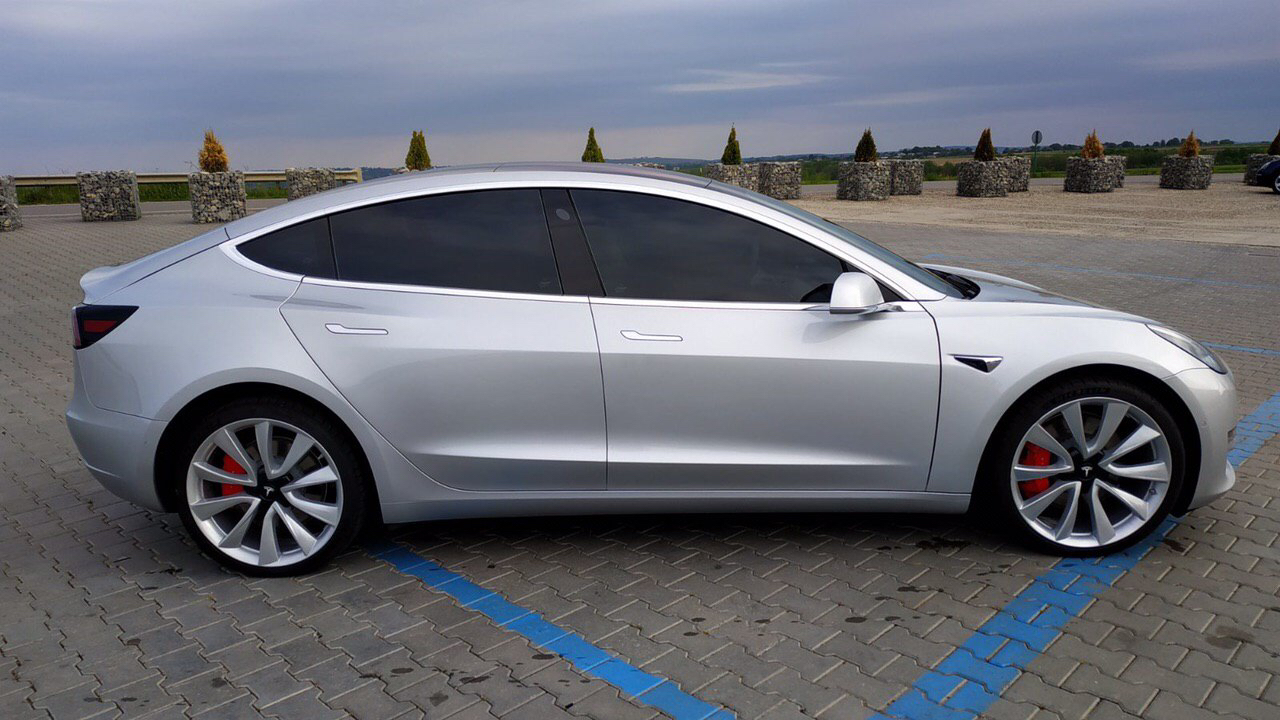cabriolet, sports car rental in Kiev Tesla Model 3 (2)