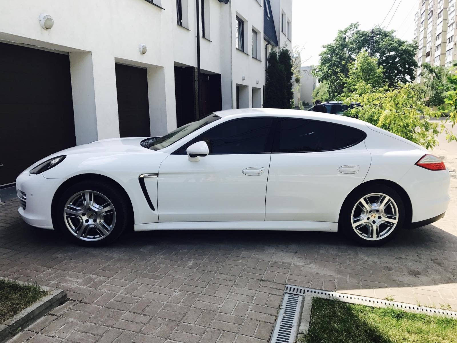 cabriolet, sports car rental in Kiev Porsche Panamera (3)