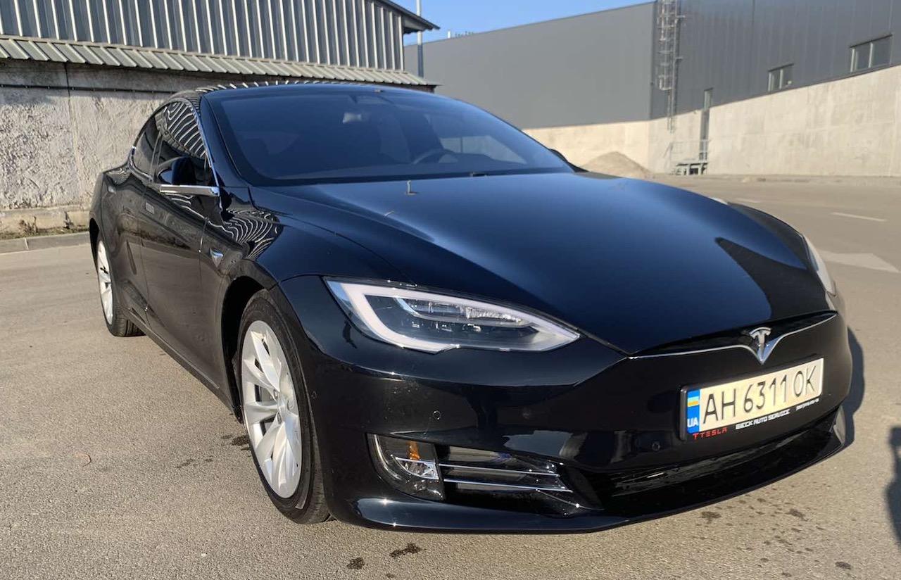 Аренда Tesla Model S в Киеве - Rent convertible in Kiev, rent sports